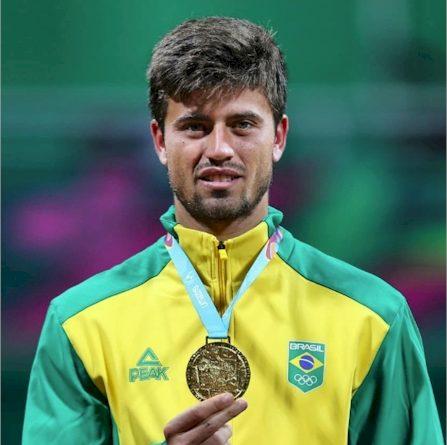 João Menezes foi medalha de ouro no Pan 2019 (reprodução Facebook)