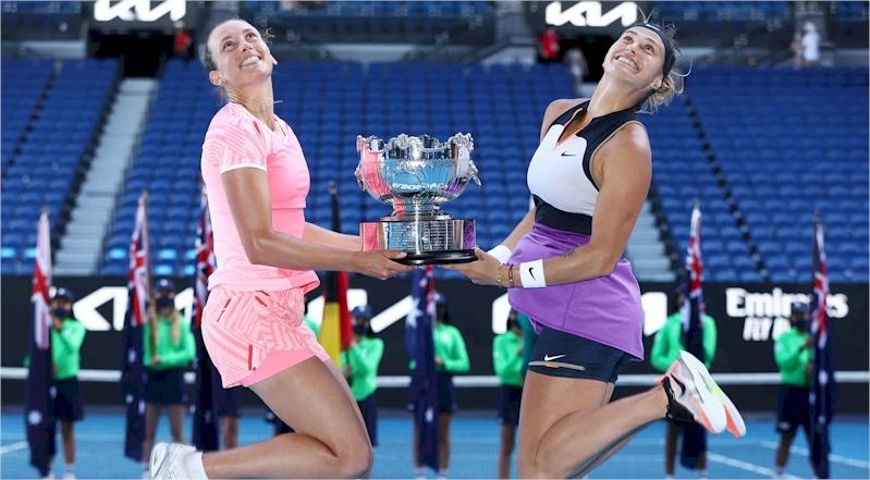 Elise Mertens e Aryna Sabalenka (divulgação WTATennis)