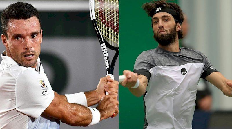 Roberto Bautista Agut (esq) e Nikoloz Basilashvili (divulgação ATP Tour)