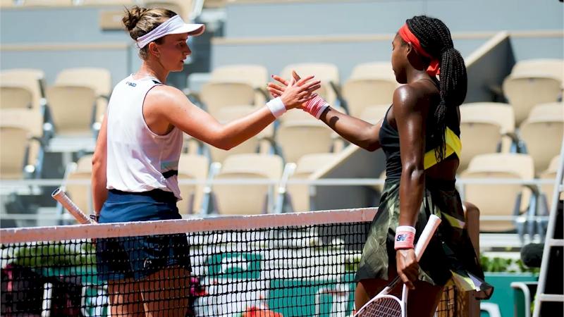 Barbora Krejcikova (esq) e Cori Gauff (divulgação WTA Tennis)