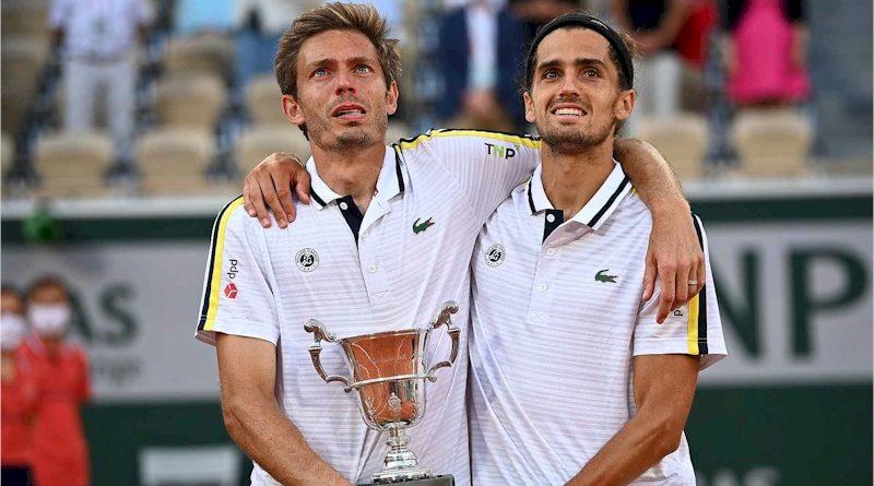 Nicolas Mahut (esq) e Pierre-Hugues Herbert (divulgação ATPTour)