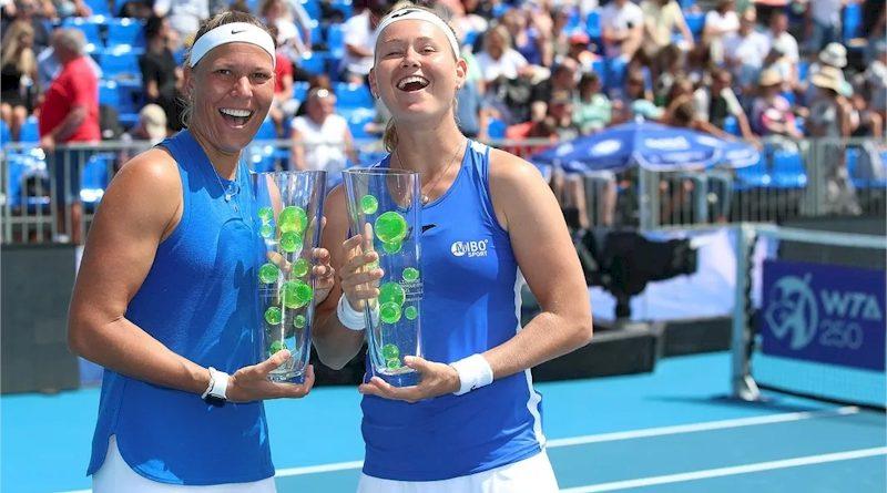 Lucie Hradecka e Marie Bouzkova (divulgação WTA Tennis)